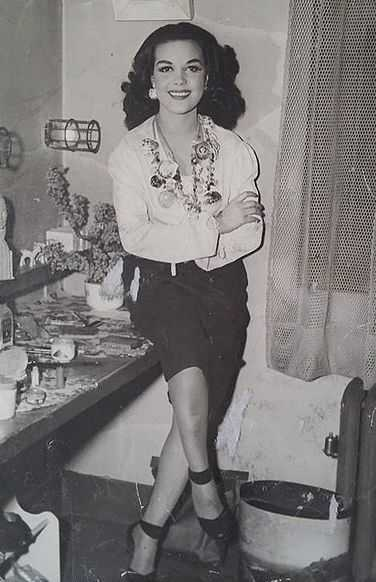 Black and white photograph of Hilda Simms posed for a photo in her dressing room, c.1943.