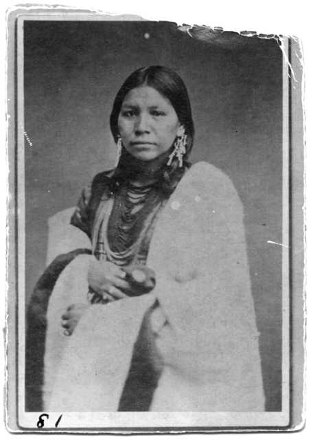 Carte-de-visite photograph of Ojibwe woman