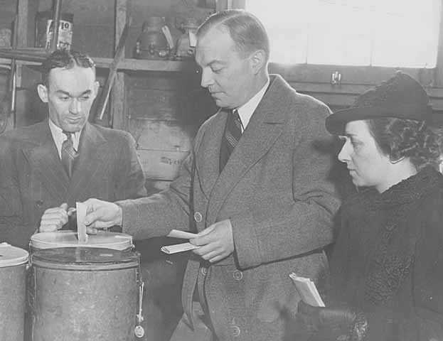 Black and white photograph of Harold and Esther Stassen casting their ballots during an election, c.1940.
