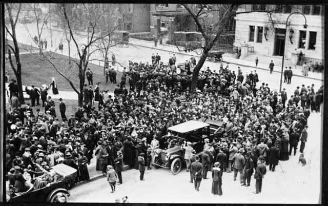 Woman-suffrage meeting at Rice Park, St. Paul, 1914.