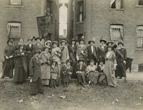 Black and white photograph of the University of Minnesota's women's suffrage club, 1913.
