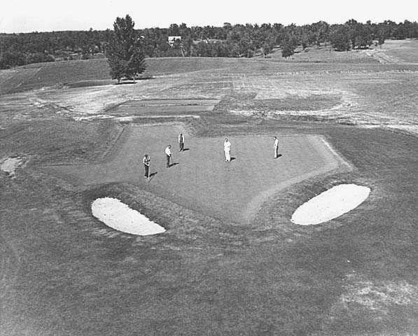 Seventeenth hole at Alexandria Golf Club