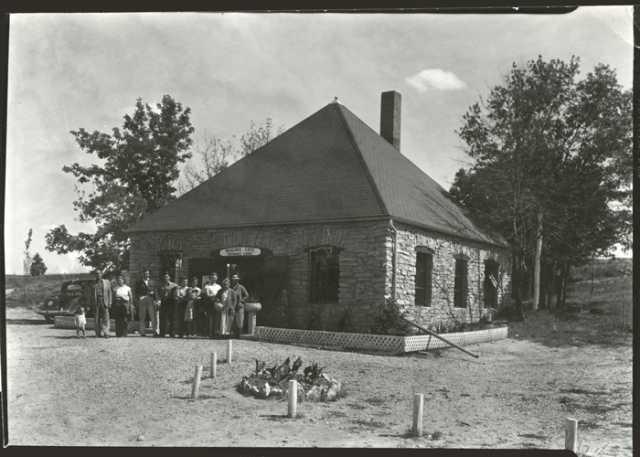 Photograph of entrance lodge at Niagara Cave, 1940
