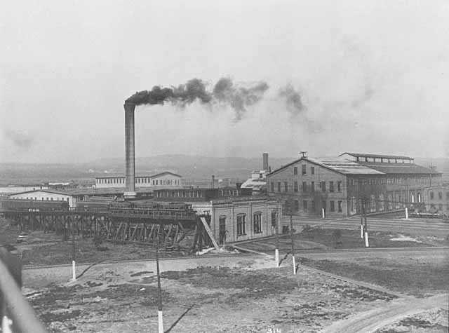 Black and white photograph of the Duluth & Iron Range Railroad shops, Two Harbors, 1915.