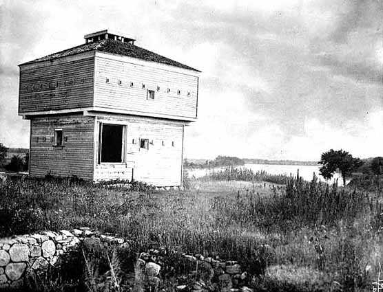 Black and white photograph of the abandoned blockhouse at Fort Ripley, c.1895.