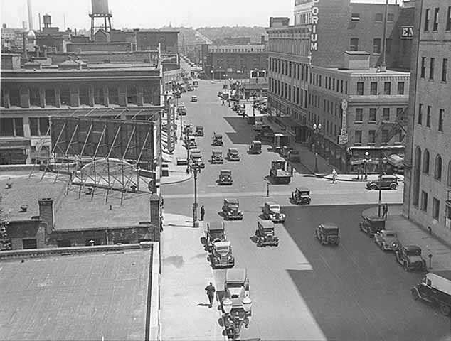 Black and white photograph of downtown St. Paul at the intersection of Eighth and Robert Streets, c.1932.