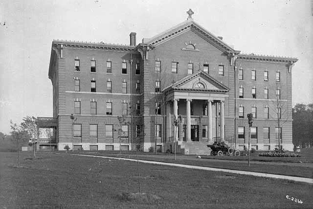 Black and white photograph of Derham Hall at St. Catherine's College in St. Paul, 1915. Photographed by Charles P. Gibson.