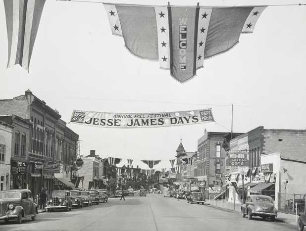 Black and white photograph of Downtown Northfield during Jesse James Days, 1948. Photographed by Bill Seaman.