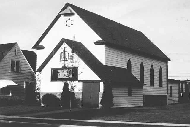 Black and white photograph of Hibbing's Agudath Achim Synagogue taken in August of 1972.