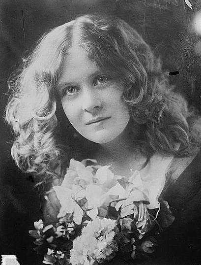 Black and white publicity photograph of Florence Macbeth taken on June 24, 1913.
