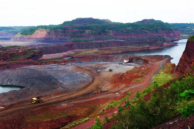 The Hull-Rust-Mahoning mine in Hibbing, Minnesota, is the largest open-pit iron mine in Minnesota. As of 2020, material is still mined from the complex by Hibbing Taconite, or HibTac. Photograph by Wikimedia Commons user Chipcity, August 7, 2010. CC BY-SA 3.0.