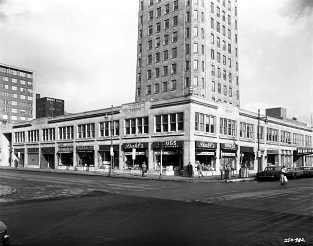 Black and white photograph of Foshay Tower at Ninth Street and Marquette, Minneapolis, 1958