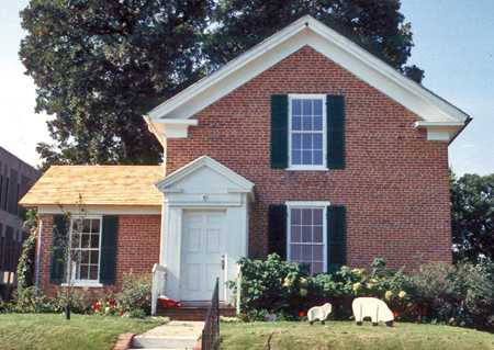 Color image of the Chubb House, 1995.