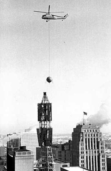 Helicopter removing the Weatherball from the roof of the Northwestern National Bank