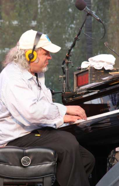 Longtime house pianist and music director Richard Dworsky plays during a live broadcast of A Prairie Home Companion at Macalester College in St. Paul, July 2015. Photograph by Wikimedia Commons user Jonathunder.