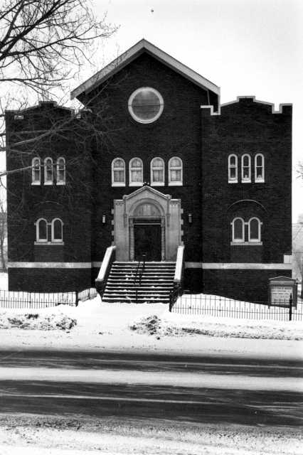 Black and white photograph of the exterior of Tifereth Israel Synagogue in Duluth. Tifereth Israel merged with Temple Emanuel in 1969 to form Temple Israel.