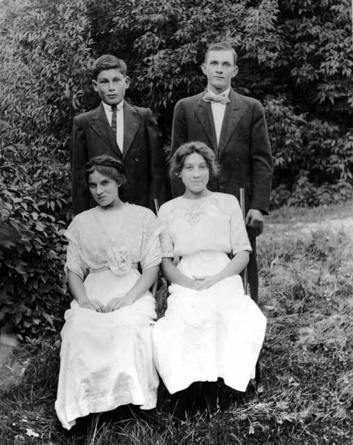Black and white photograph of Henry Alexander's Children, c.1915.