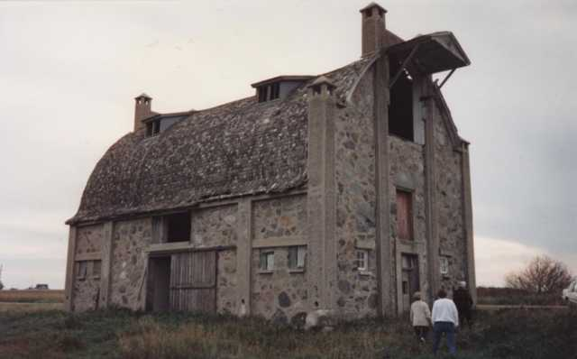 Color image of Schott Barn with its roof intact, c.1985.