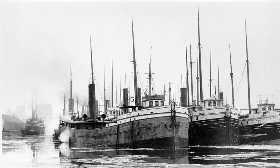 Black and white photograph of the the Hesper at Manitowoc, c.1900
