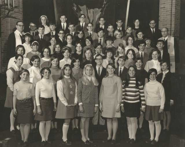 Black-and-white photograph of Temple of Aaron's 1968 confirmation class.