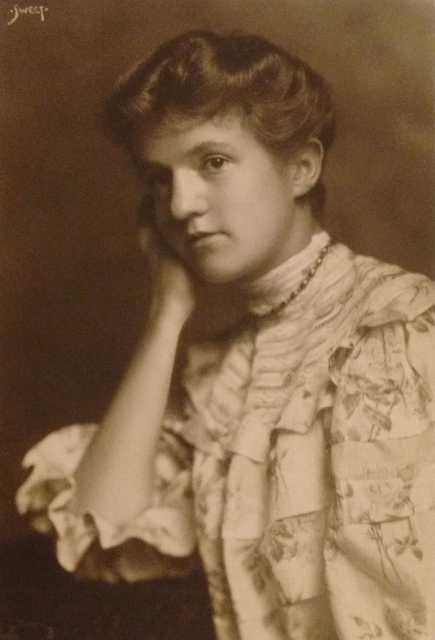 Black and white photograph of Frances E. Andrews, ca. 1907.