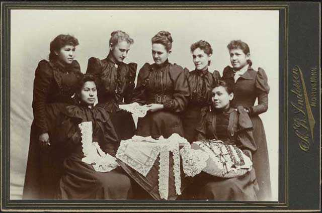 Photograph of Sybil Carter and Indian lace makers at Birch Coulee