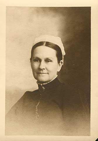 Portrait photograph of Sybil Carter
