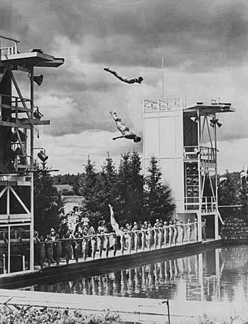 Minneapolis Aquatennial divers and synchronized swimmers at Theodore Wirth Pool, Aqua Follies, 1945
