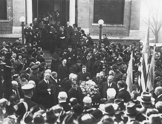 Black and white photograph of Funeral of Rabbi Samuel Deinard, Temple Israel, Minneapolis, October 16, 1921.