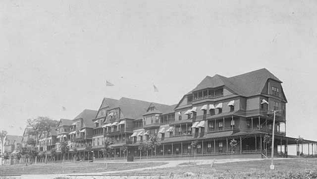 Black-and-white photograph of the Hotel Lafayette, c.1883