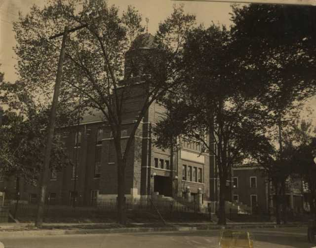 Black and white photograph of Kenesseth Israel Synagogue in Minneapolis, c.1900.