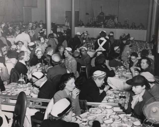 Black and white photograph of luncheon for the Mount Sinai Auxiliary, 1952.