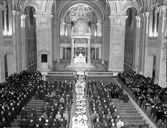 Altar service, Basilica of St. Mary