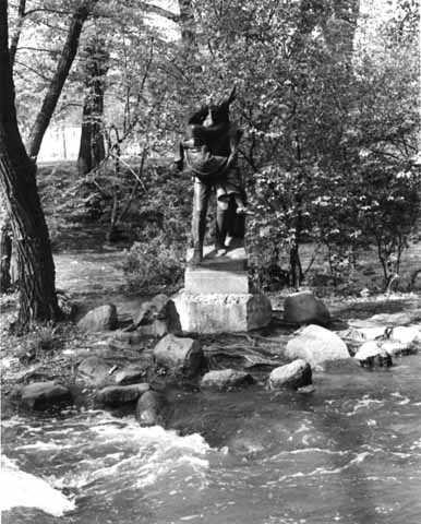 Statue of Hiawatha and Minnehaha, Minnehaha Park