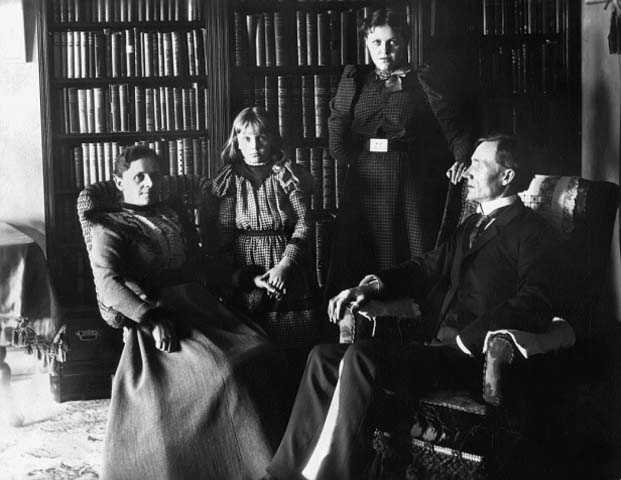 John Lind with his wife, Alice and daughters, Winfred and Jenny