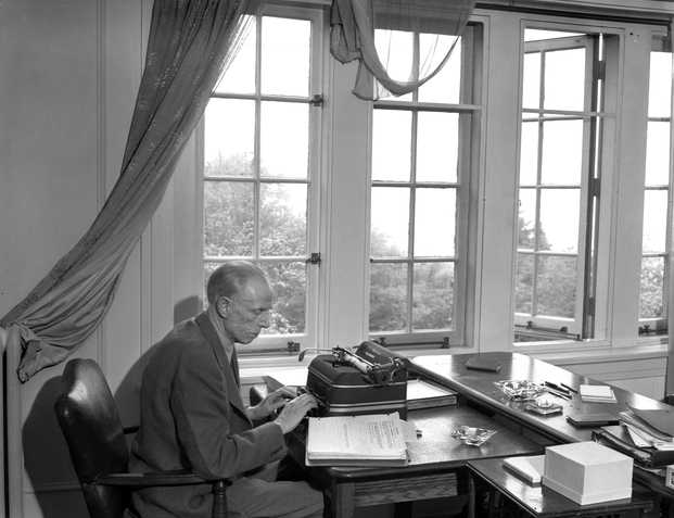 Black and white photograph of Sinclair Lewis photographed by Ted Miller, June 13, 1944.