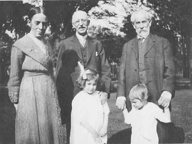 Black and white photograph of Sarah Hubbard Heywood Folwell, Charles M. Loring, and William Watts Folwell, with Margaret and Fritz Chute, 1915.