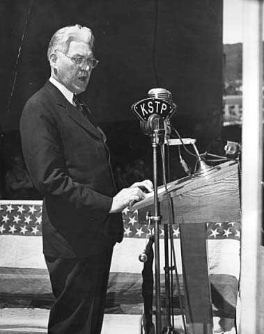 Henrik Shipstead delivering a radio address on KSTP