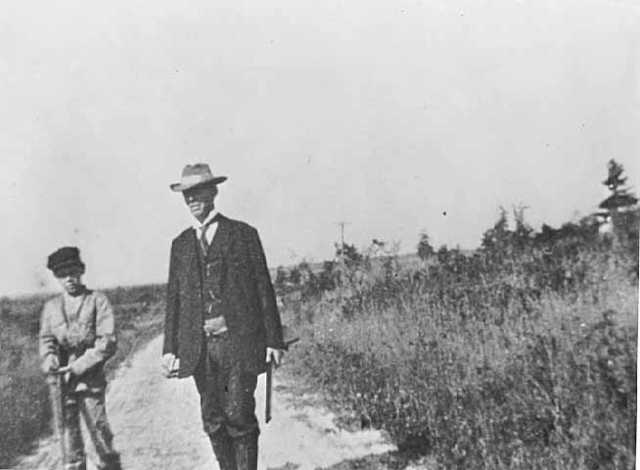 Black and white photograph of Charles August Lindbergh with his son Charles Augustus Lindbergh on a hunting expedition, 1911.
