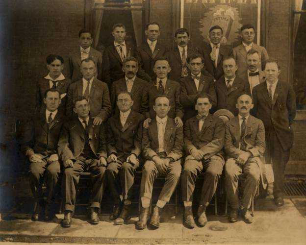 Black and white photograph of members of the Minneapolis Workmen's Circle, c.1920.