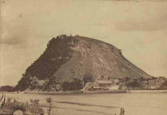 postcard photograph showing Barn Bluff limestone formation