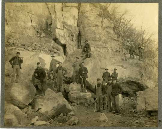 photograph of a group of quarrymen at Barn Bluff