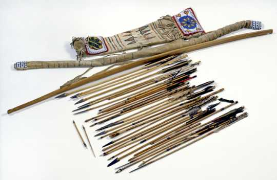 Bow and arrows set
