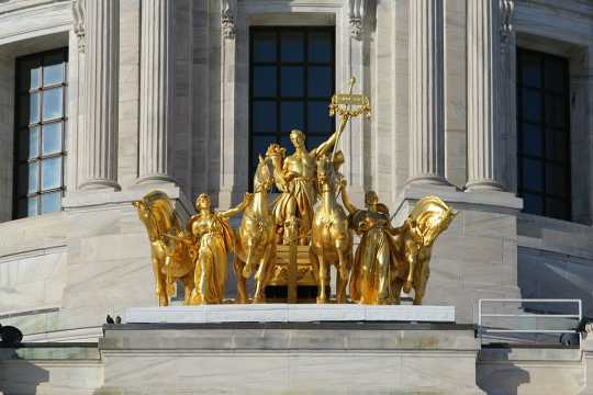 Color image of the he Quadriga at the base of the Minnesota State Capitol dome, 2010. Photographed by Wikimedia Commons User Mulad (Mike Hicks).