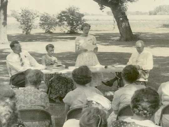 1958 Rural-Urban Tour picnic, featuring Cliff Pyle (moderator); Gloria Jenson (consumer); Art Tweet (grocers' problems); and Mrs. William Ewing (farmers' problems).