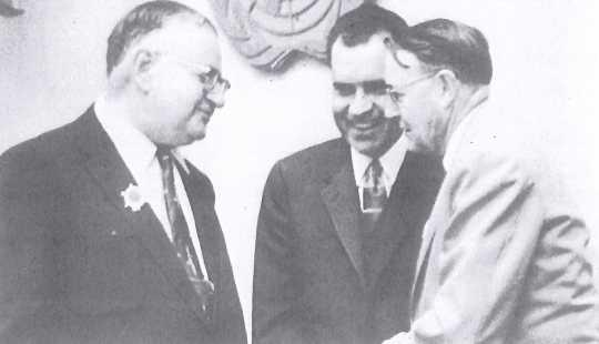 Nixon meeting with Aquatennial officials, 1958