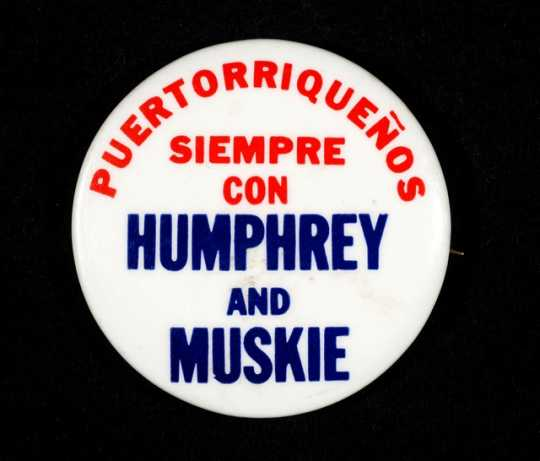 Color image of a pinback button showing the support of Puertoriceños (Puerto Ricans) for presidential candidate Hubert Humphrey and his running mate, Ed Muskie, in 1968.