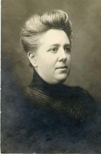 Portrait of Dr. Flora Aldrich (1859–1921). Photographer and date unknown, likely post–1900. Used with the permission of the Anoka County Historical Society