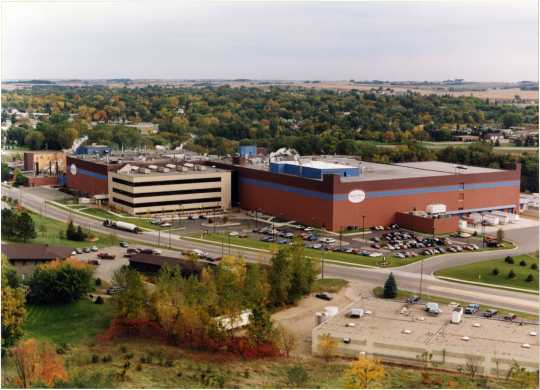 Aerial view of the Campbell Mill in Northfield, Minnesota, ca. 1995. Used with the permission of Post Consumer Brands and Northfield Historical Society.