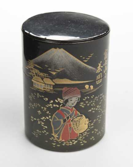 Loose-leaf tea container for a doll